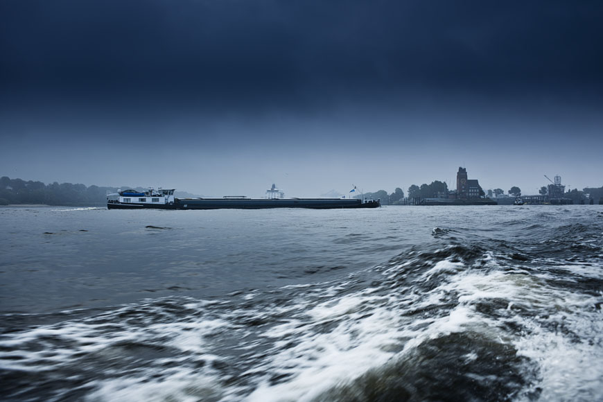 07_Hamburg_Hafen_Tonnen_Seezeichen_Schiffe_Maritim-7216-Bearbeitet