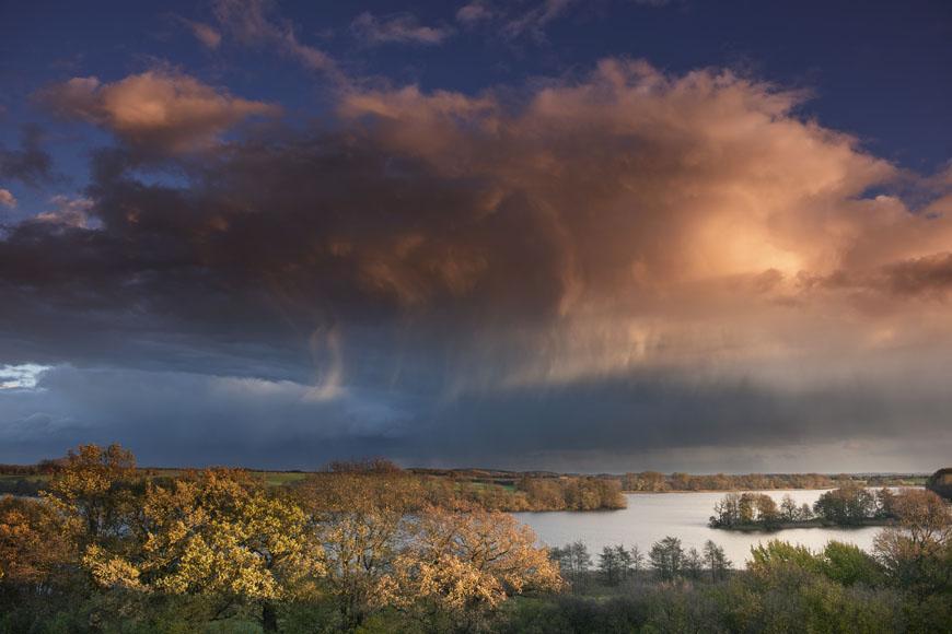 Zittow_Blick_über_Cambser_See_Regen_Herbst_Sonnenuntergang_DSC9396